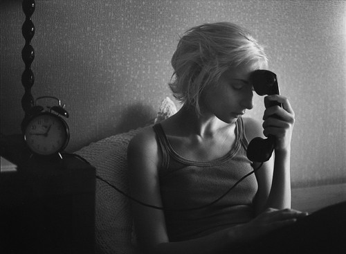 sad_girl_by_phone